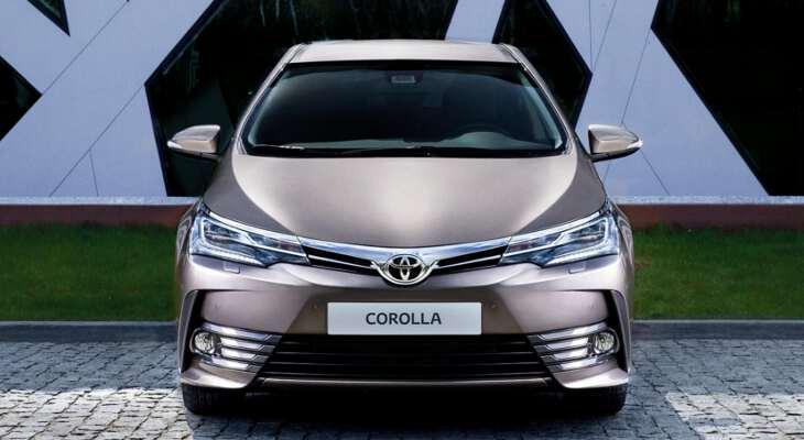 фронтальный вид Тойота Королла 2017 года выпуска