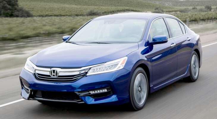 фронтальный вид на Honda Accord гибрид