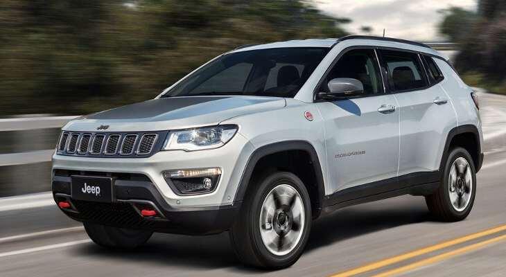 Jeep Compass 2017 на дороге