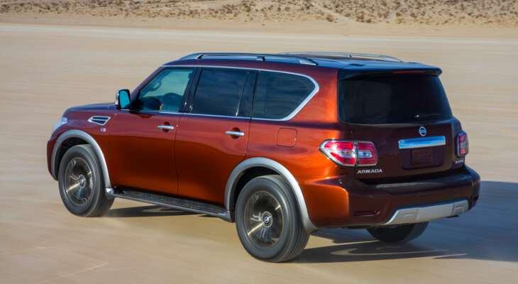 Nissan Patrol на дороге