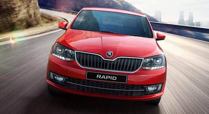 Skoda Rapid 2017 на дороге